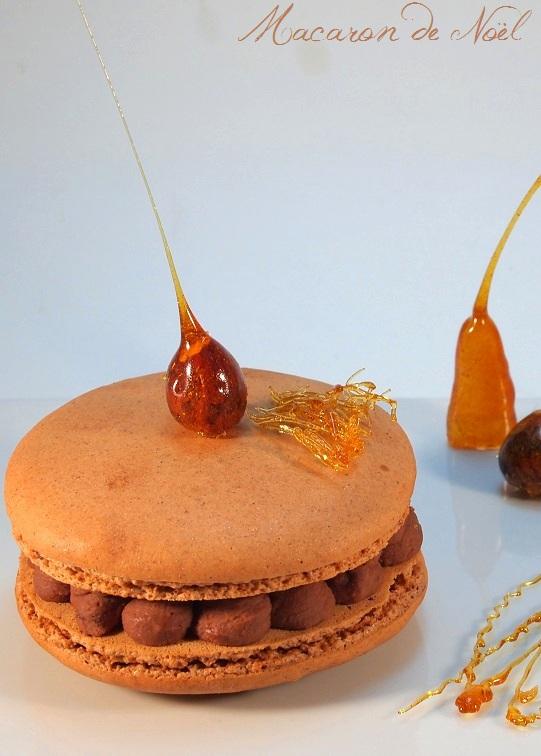 La recette de mes macarons de Noël au chocolat, caramel, cannelle et oranges confites - http://www.confitbanane.com/