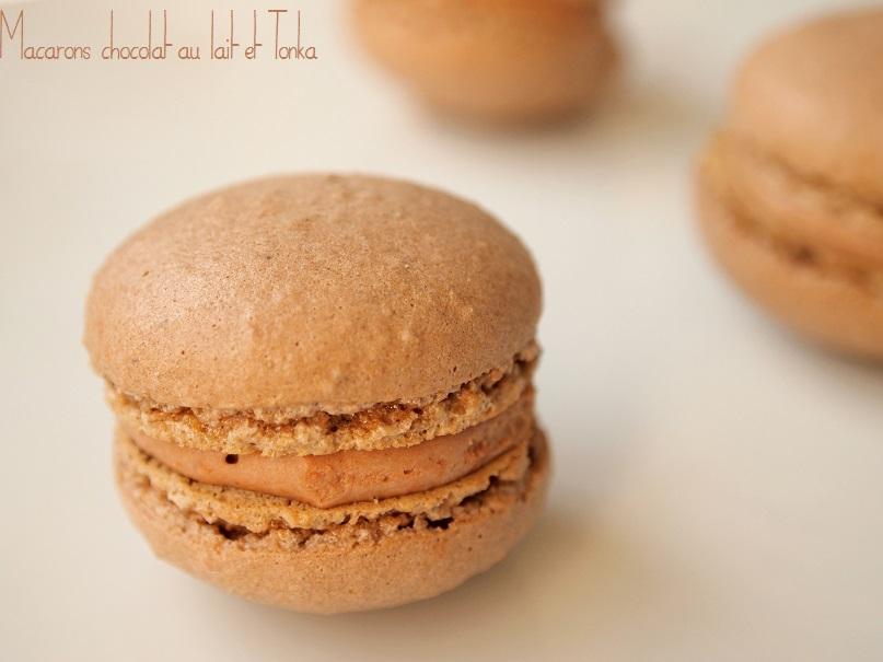 Macarons chocolat lait tonka - une ganache montée au chocolat au lait et fève Tonka, des coques à la meringue italienne pour des petits macarons gourmands. #macarons #macaron - http://www.confitbanane.com/