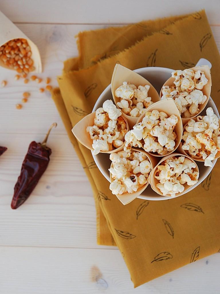 Une recette pop-corn salé pour l'apéritif : pop-corn au brebis et piment d'Espelette  - http://www.confitbanane.com/