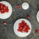 Pavlova à la grenade - http://www.confitbanane.com/ - #pavlova #dessert #grenade