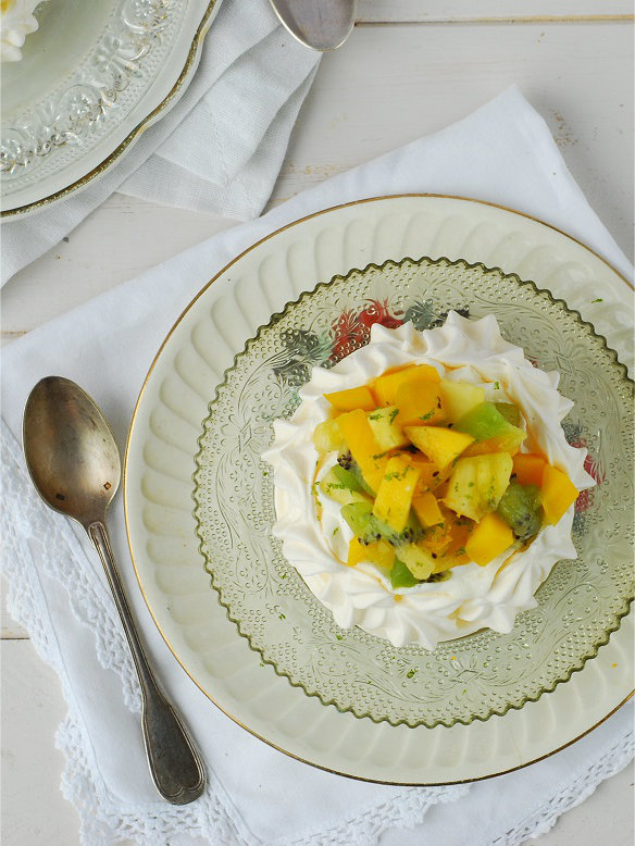 pavlova aux fruits exotiques - http://www.confitbanane.com/