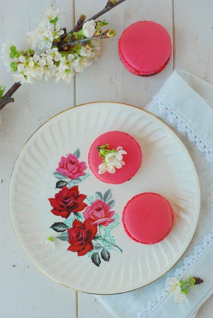 La recette des macarons cerise avec une coque à la meringue italienne -