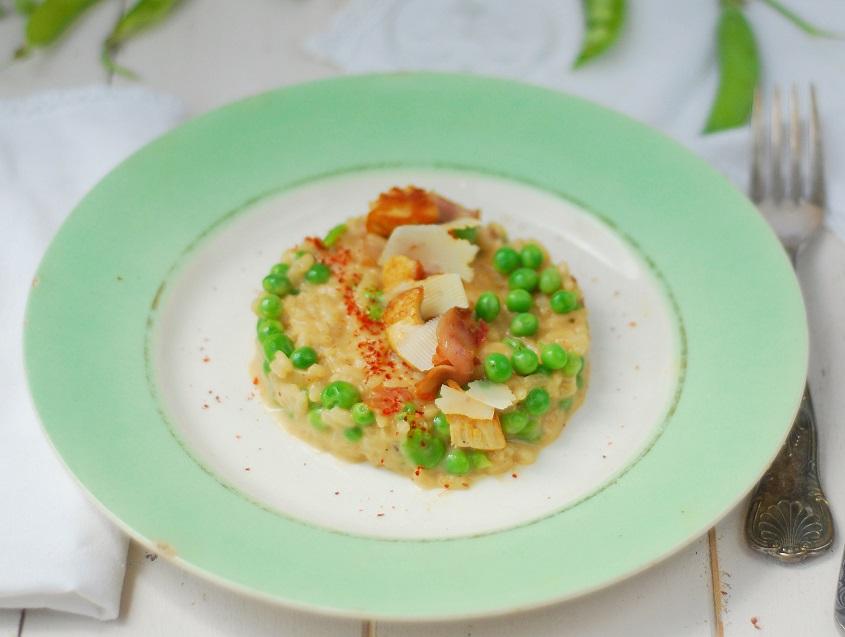 risotto aux saveurs et couleurs de printemps (petits pois, fèves) avec du jambon fumé, poulet - http://www.confitbanane.com/