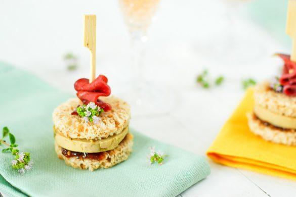 Un club sandich chic et choc pour vos apéritifs avec ces clubs foie gras et son chutney de figue minute