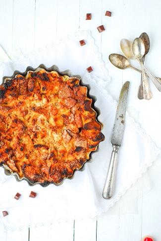 Comment utiliser les restes de pain? Avec un bon bread pudding, ici agrémenté de pomme et de carambar pour des gouters et petit dejeuner toujours plus gourmands!