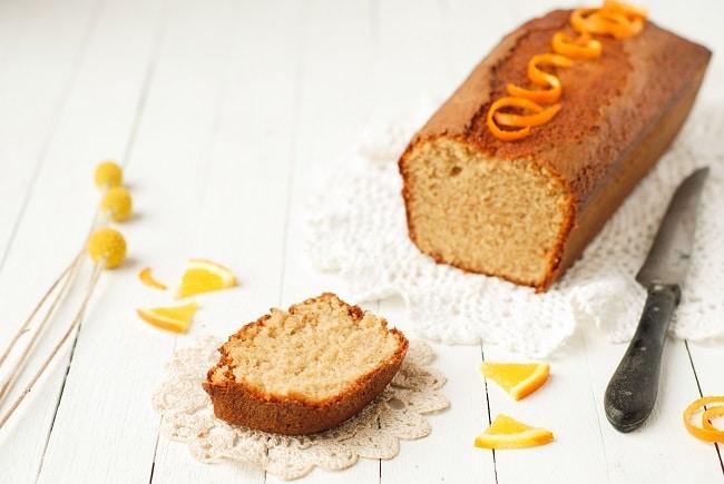 Un cake aux saveurs automnales, ultra fondant et parfumé... ce cake orange chataigne vous séduira à coup sur!! Recette à réaliser au thermomix ou non - http://www.confitbanane.com/ - #cake #thermomix #orange #chataigne