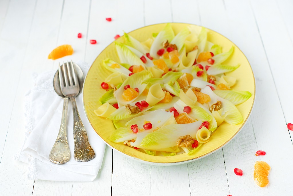 Salade d'endives, clémentine, grenade, noix & abondance