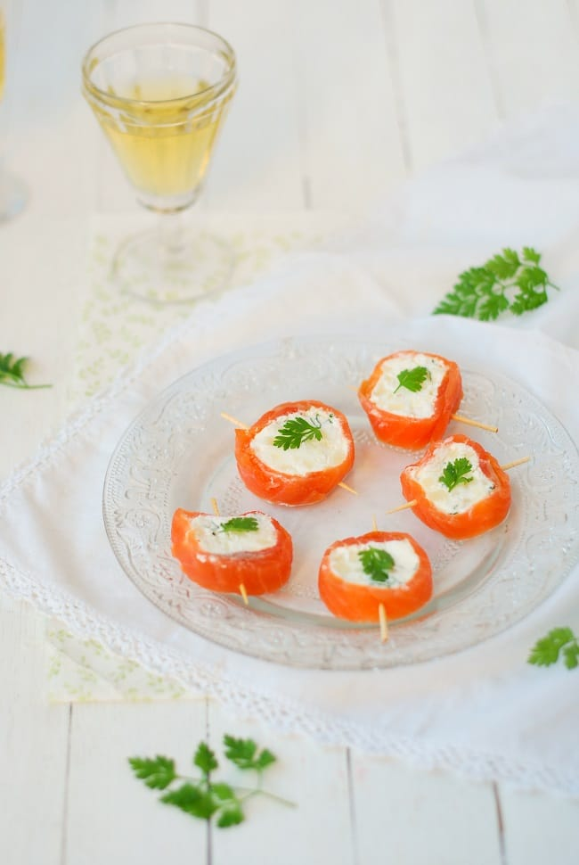 Une recette pour les apéritifs de fête? Cette recette de sushis de truite fumée et pomme verte sera parfaite pour une mise en bouche fraiche et parfumée