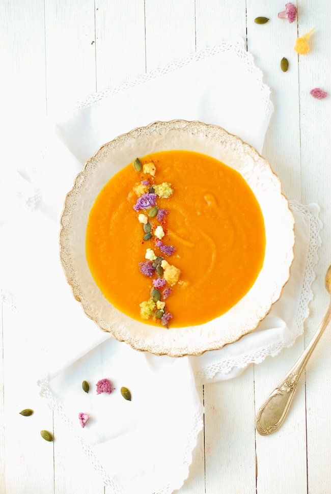 Potimarron et carottes se rencontrent pour un velouté aux couleurs et saveurs de l'automne - http://www.confitbanane.com/