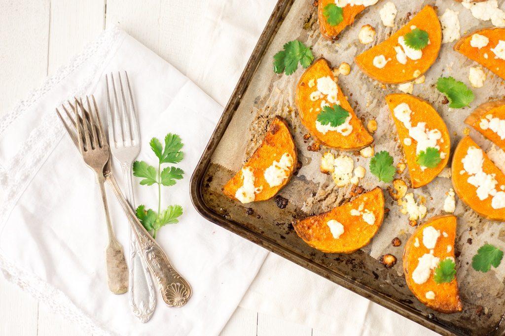 Une recette de courge butternut rôtie à la feta et coriandre - http://www.confitbanane.com/