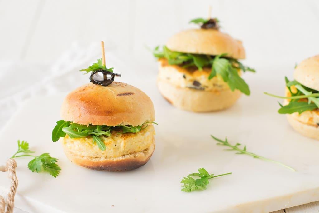 Mini-burger à l'omelette truffée
