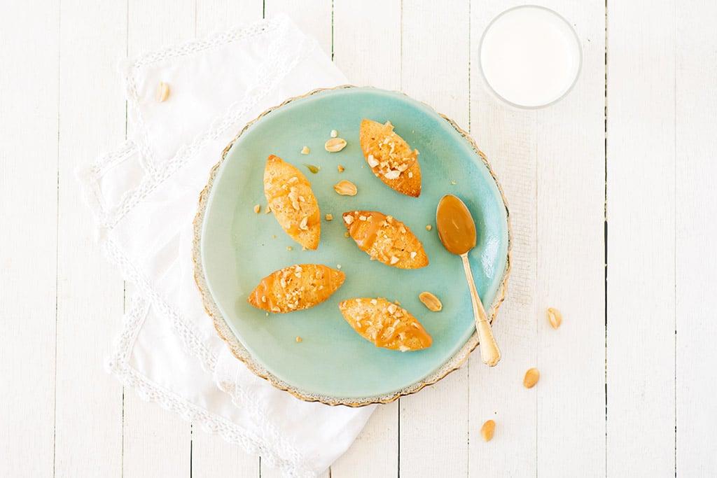 Financiers aux cacahuètes et caramel beurre salée - la recette pour parfaite pour utiliser les blancs d'oeufs - Confit Banane