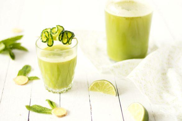 Une recette de jus de pomme et concombre avec une pointe de citron vert, gingembre et menthe. Recette de Confit Banane