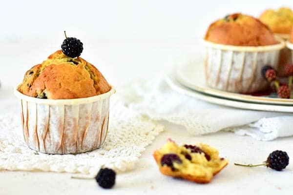 La recette de muffins au mures et huile d'olive. Des muffins moelleux et facile à faire.