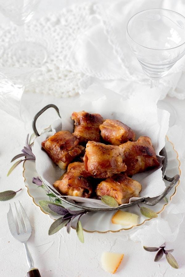 vous cherchez une recette de gibier ou une recette de perdrix? cette recette de tapas de perdrix au brebis et sauge sera parfaite