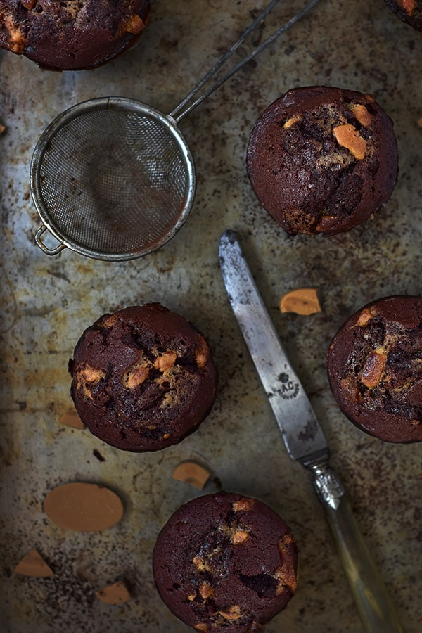 La meilleure recette de muffins au chocolat avec des pépites de dulcey - confit banane