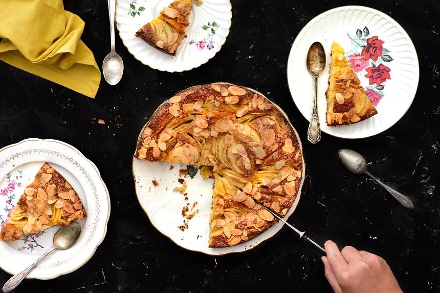 Une recette de gâteau sans beurre? Cette recette de gâteau au yaourt et aux pommes avec de l'huile de coco est la bonne -- confit banane