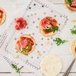 Recette de mini pizza rapide avec une base tortilla et du jambon de parme -- recette de Confit Banane #pizza #jambondeparme