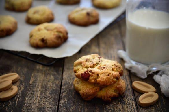 Une recette de #cookies au chocolat #dulcey et pignons de pin. -- Confit Banane