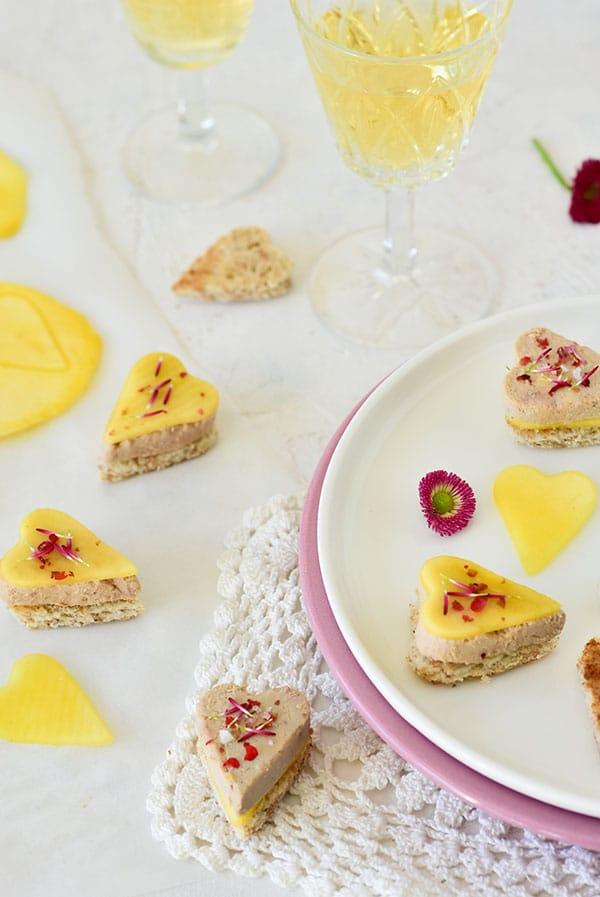 Des toast en forme de coeur pour la St-valentin -- confit-banane - #foiegras #valentineday #mangue