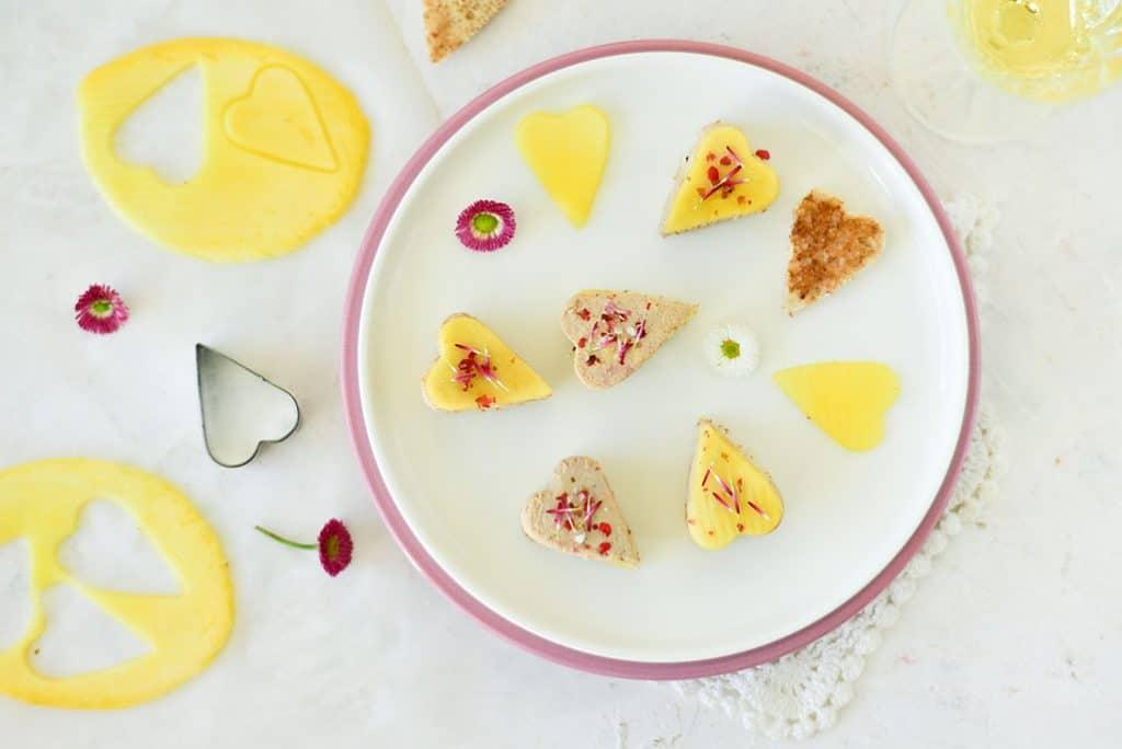 Une recette de #stvalentin pour l'apéro avec ces #toast #foiegras & #mangue