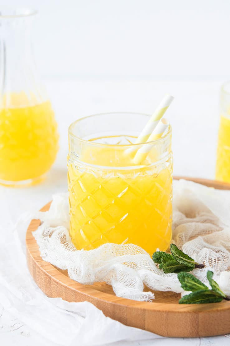 """Une recette de jus detox à l'ananas, eau de coco, menthe & gingembre -- par Confit Banane """""""