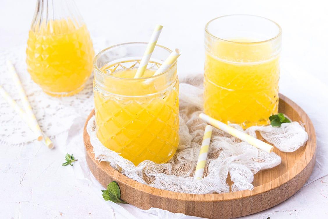 Jus détox à l'ananas et eau de coco, gingembre, menthe