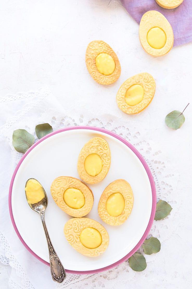 Des sablés de pâques commes des oeufs au curd de citron -- confit banane