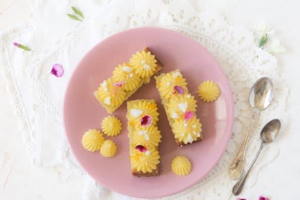 Un petit dessert rapide avec un biscuit madeleine et un curd au yuzu -- confit banane - #yuzu