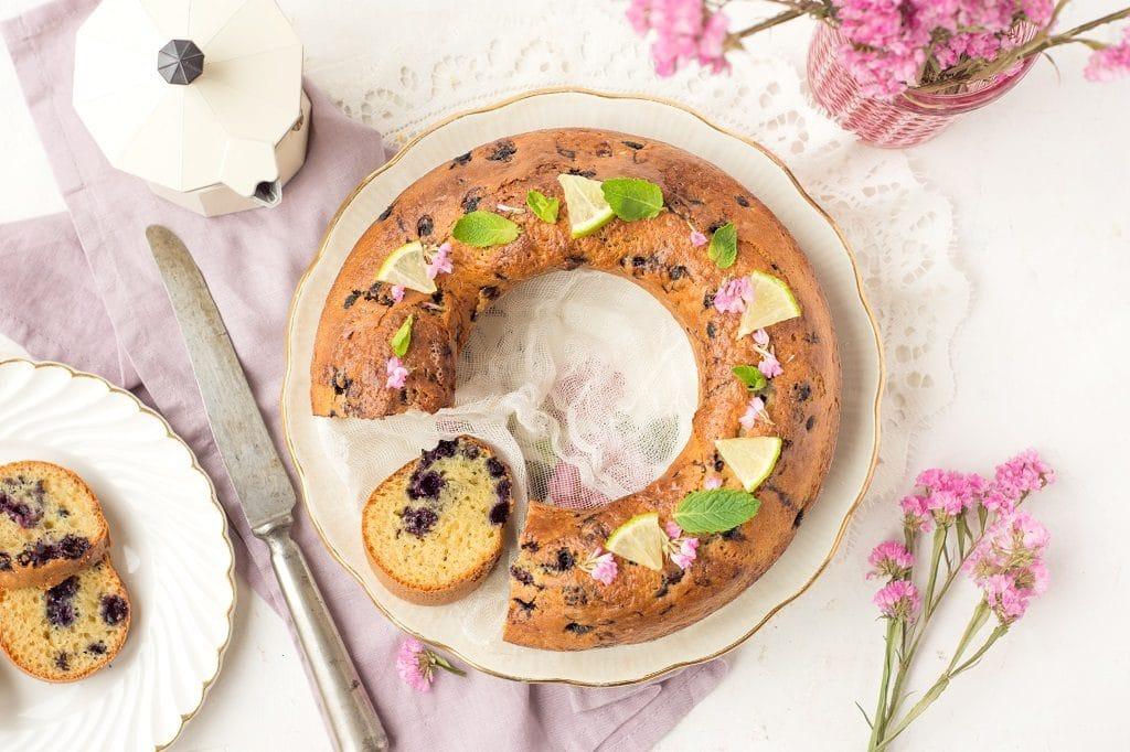 Une recette de cake sans beurre aux myrtilles -- Par Confit Banane