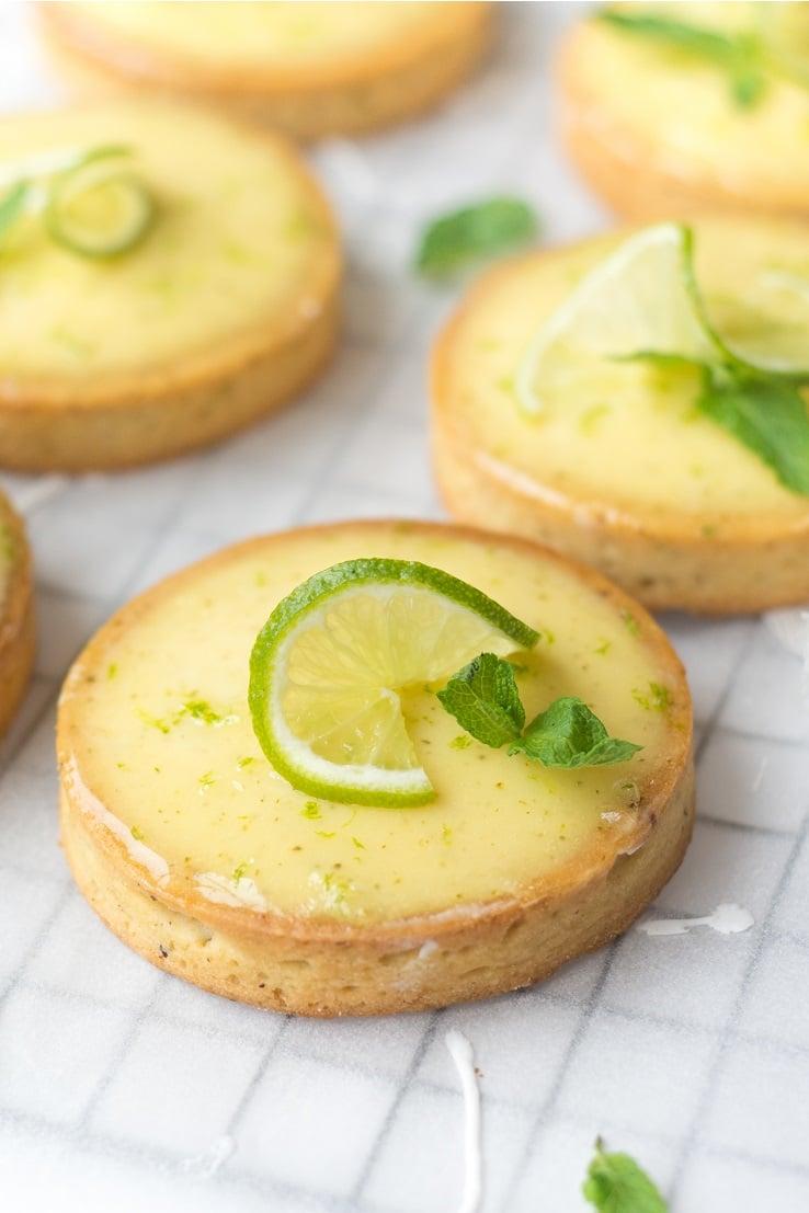 Tartelettes au citron vert, menthe & rhum façon mojito -- par Confit Banane - #mojito