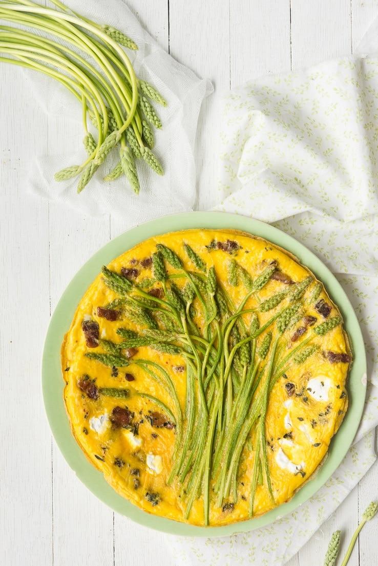 recette de frittata aux asperges sauvages, chèvre & lard -- par confit banane