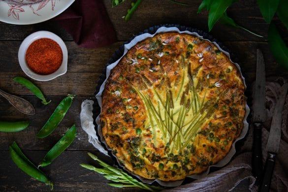 Une recette de quiche sans pâte aux légumes de printemps et ail des ours
