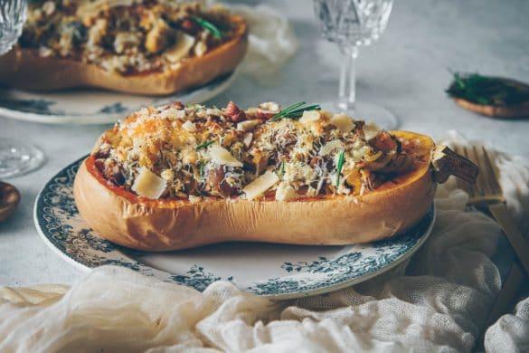 La recette du butternut farcie avec des pâtes, des chataignes et des noisettes • Confitbanane •