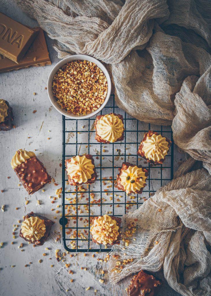 recette de cake praliné au coeur praliné, ganache montée au dulcey - confitbanane