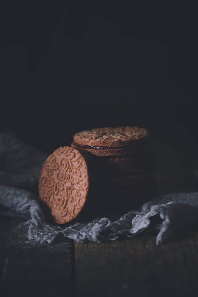 Sablés au chocolat fourrés à la pâte à tartiner - confitbanane
