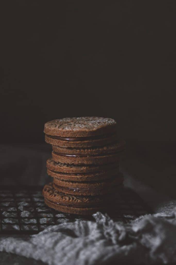 sablés tout chocolat fourrés - confitbanane