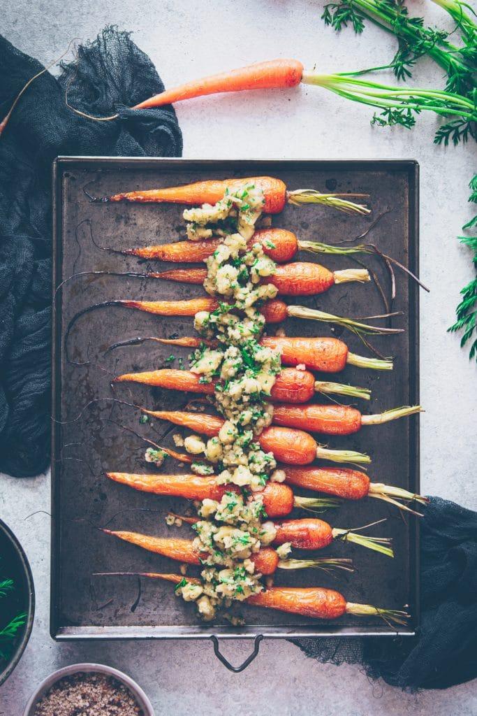 carottes fanes rôties au four en crumble - confitbanane