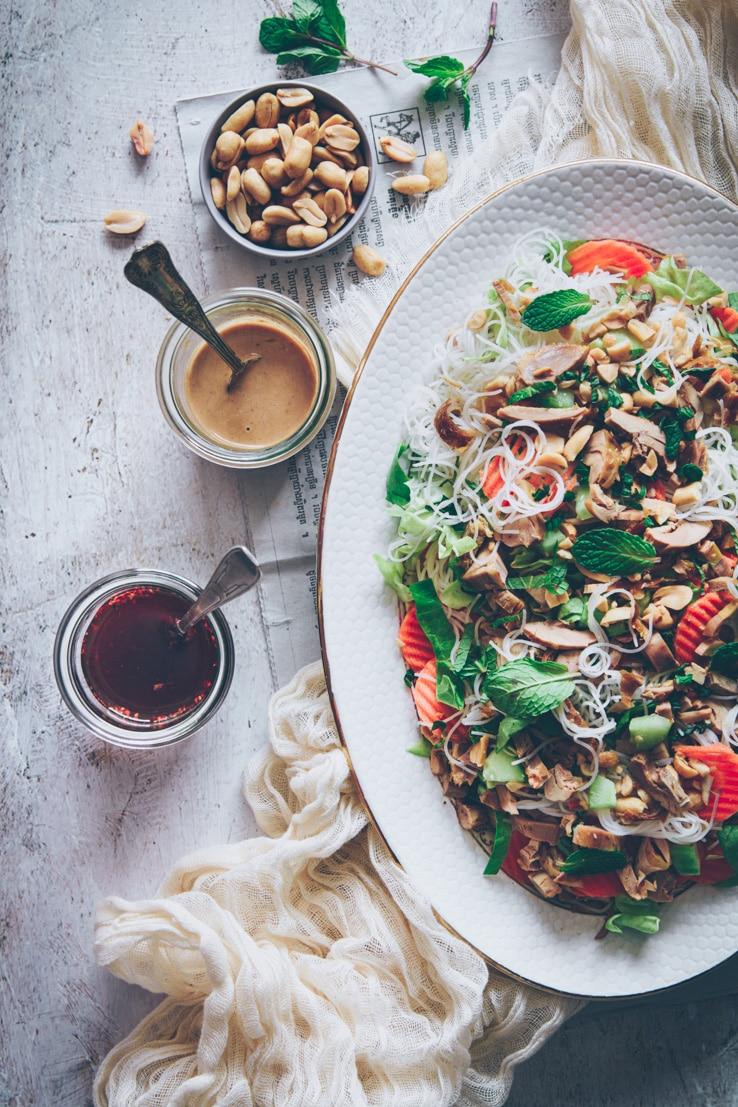 salade façon rouleau de printemps au poulet - confitbanane