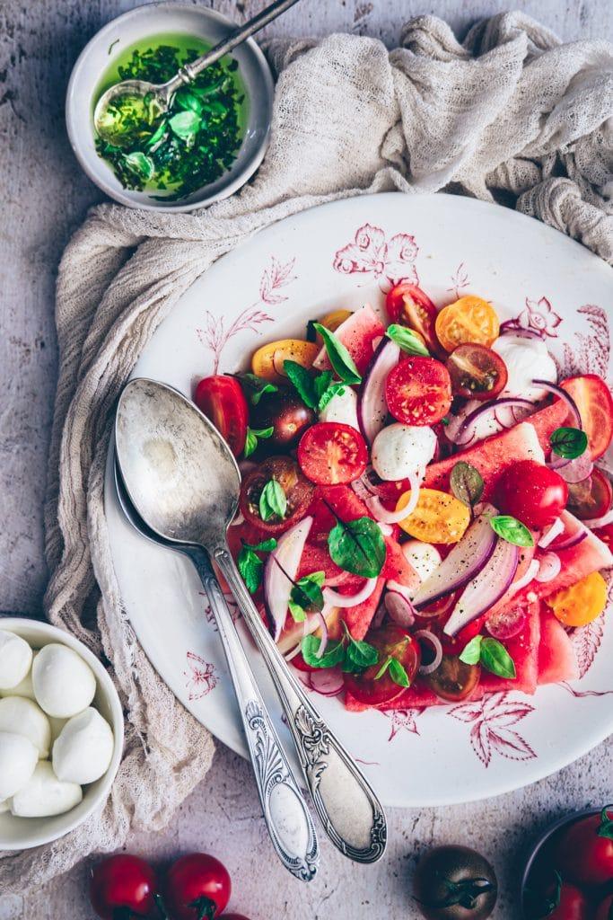 salade de pastèque, tomates cerises et mozzarella - confitbanane