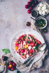 recette de salade estivale légère à la pastèque, tomates cerises & mozzarella - confitbanane