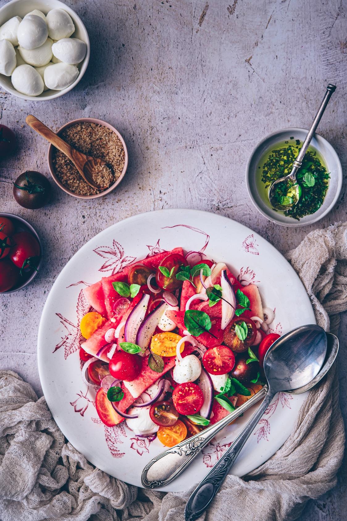 recette légère pour l'été à la pastèque, tomates cerises & mozzarella - confitbanane