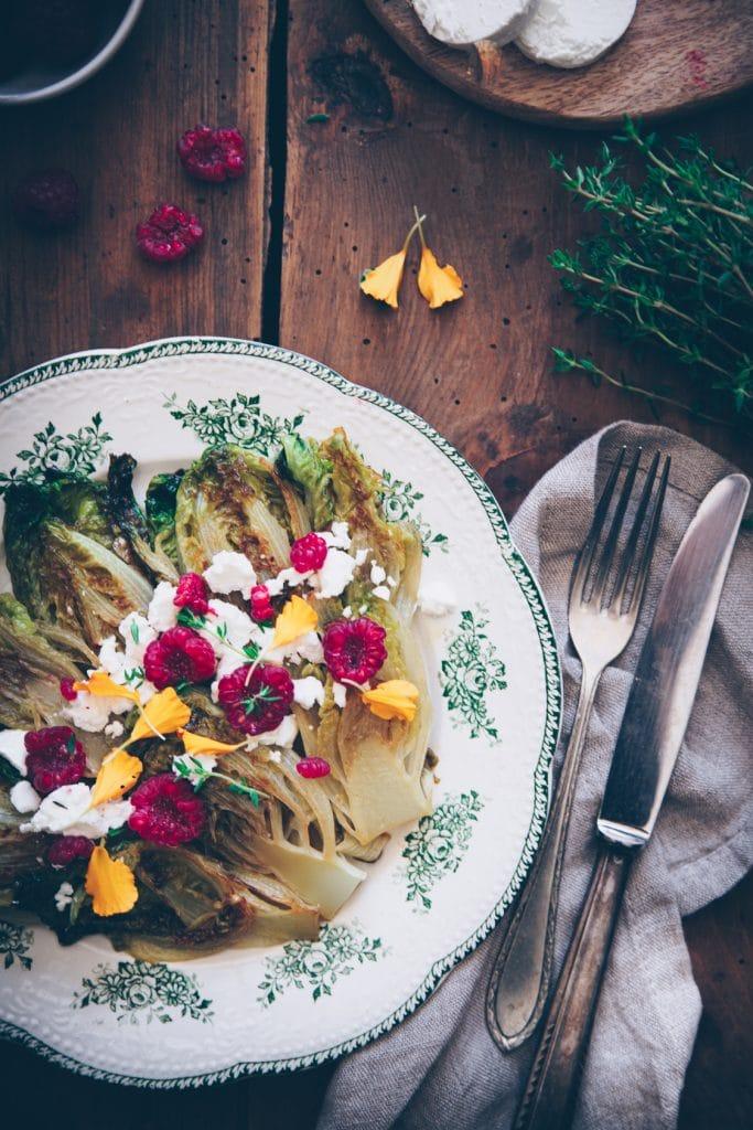 Salade chaudes de sucrines braisées aux fromages de chèvres frais & framboises - confitbanane
